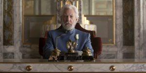 Donald Sutherland participó en tres entregas de la saga como el Presidente Coriolanus Snow.