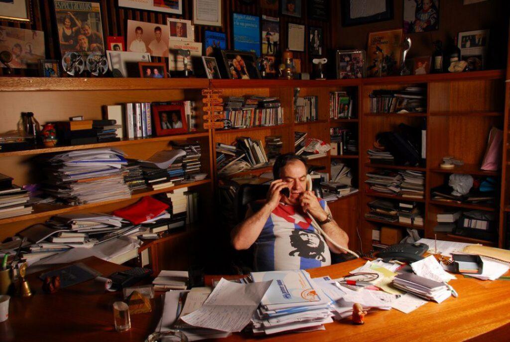 """""""Tras la pantalla"""" documenta la vida de Pascual Condito como director de Primer Plano."""