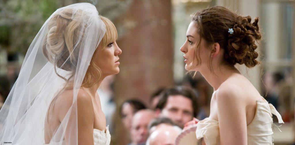 """Kate Hudson y Anne Hathaway se convierten en enemigas en """"Guerra de novias""""."""