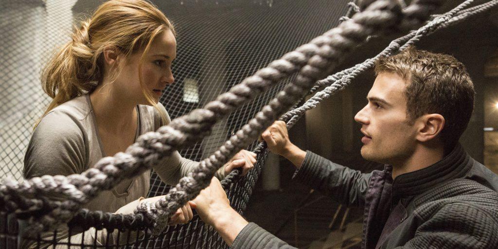 En la primera película de la saga Tris descubrirá que es divergente.