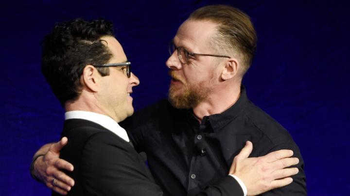 Simon Pegg presentó al Showman of the year, J.J. Abrams.