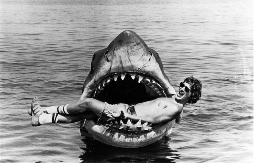 """Spielberg durante el rodaje de """"Tiburón""""."""