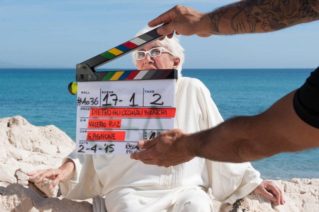 """Lina durante la filmación de """"Detrás de los anteojos blancos""""."""